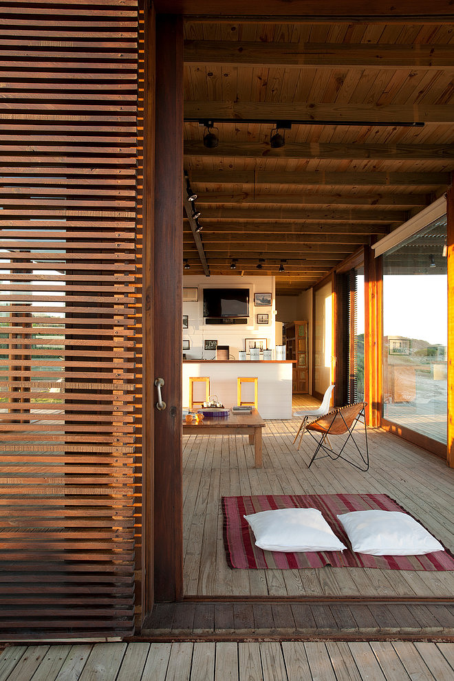 Beach House by Martin Gomez Arquitectos