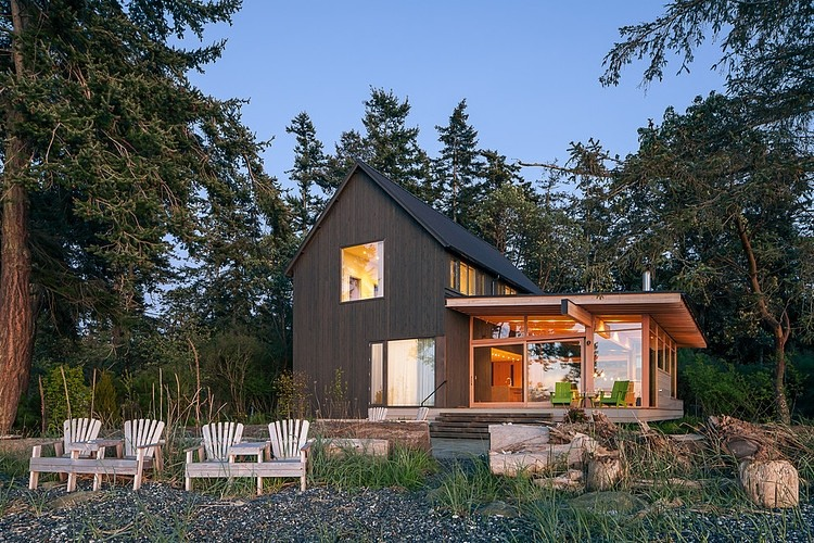 Orcas Island Retreat By Heliotrope Architects