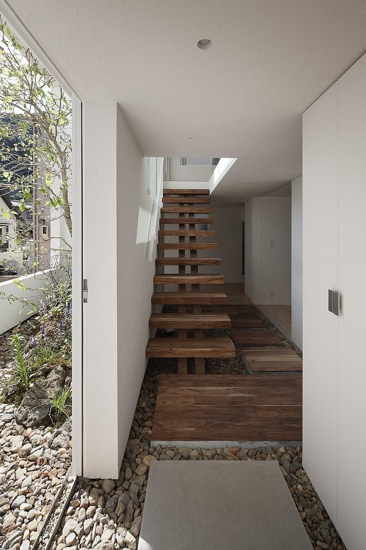 005 frame house uid architects associates homeadore for Architect associates