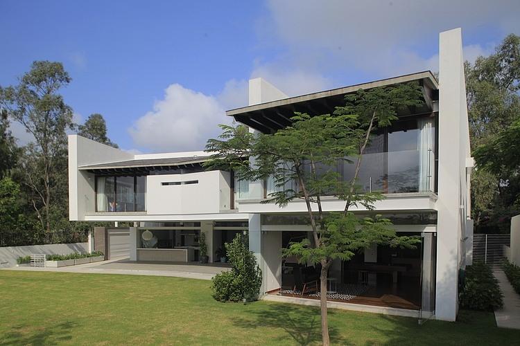 Casa siete by hernandez silva arquitectos homeadore for Casa minimalista caracteristicas