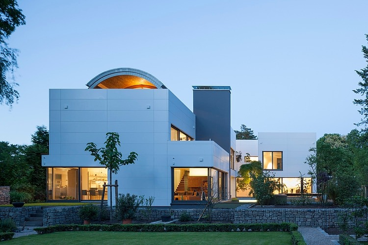 House in Berlin by Volker Wiese
