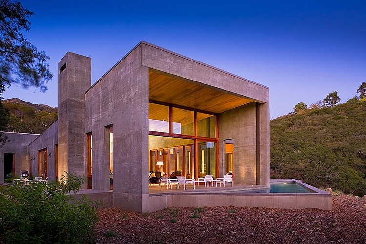 Toro Canyon Residence by Shubin + Donaldson Architects