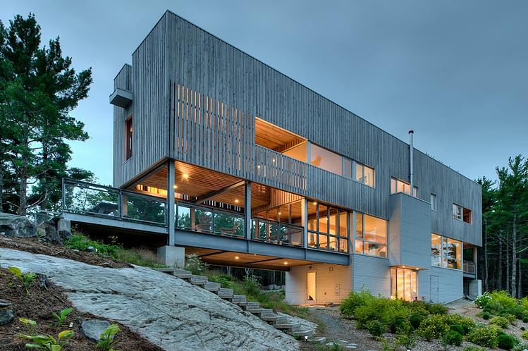 Bridge House by MacKay-Lyons Sweetapple Architects