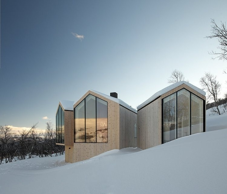 Split View Mountain Lodge by Reiulf Ramstad Arkitekter