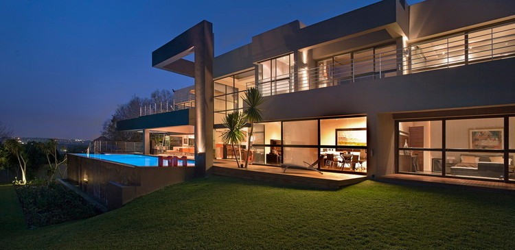 house eccleston by nico van der meulen architects - Huge Modern Houses