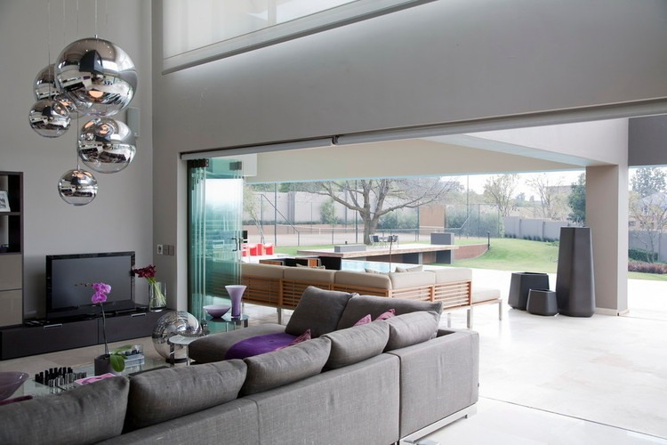 House Eccleston by Nico van der Meulen Architects