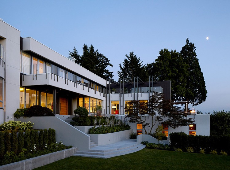 Mercer Island Residence by Stuart Silk Architects