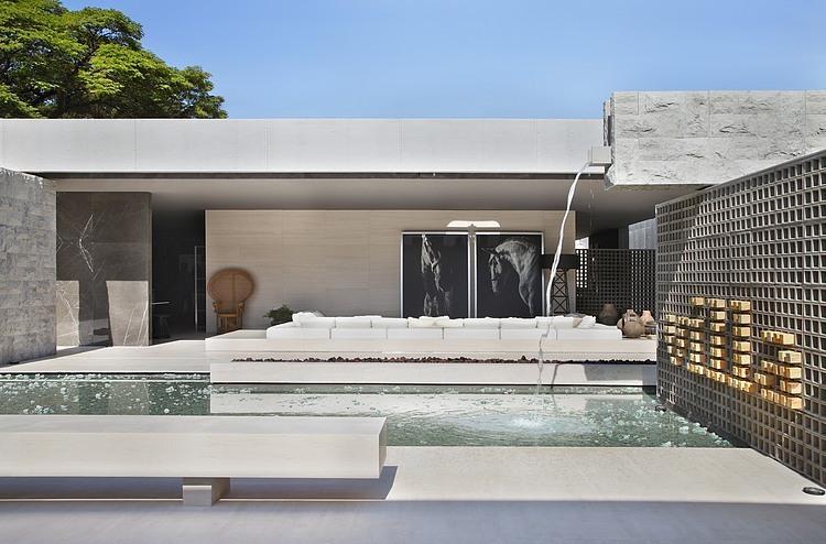 Villa Deca by Guilherme Torres