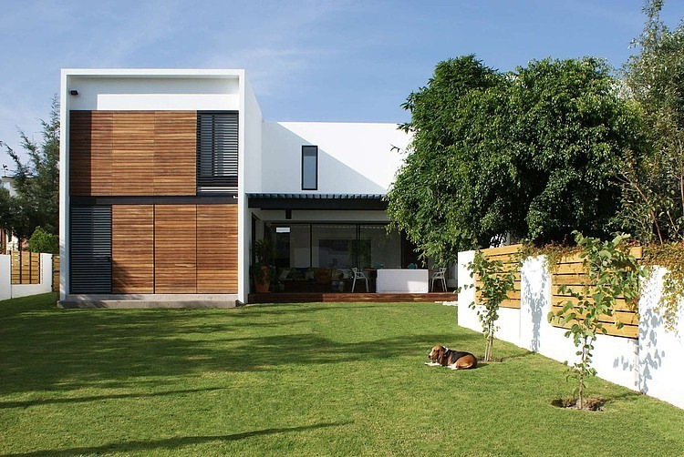 Casa ATT by Dionne Arquitectos