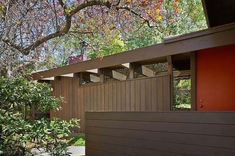 Mid Century Modern Renovation By Koch Architects