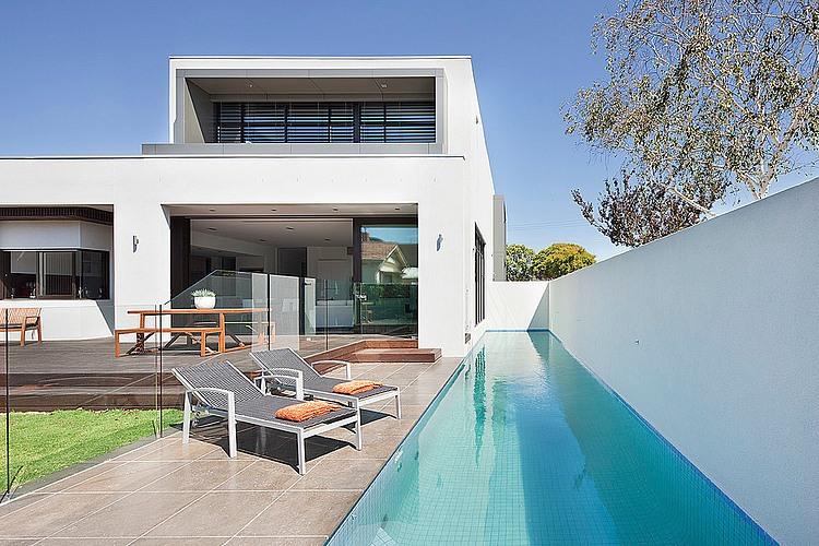 Brighton home by darren comber homeadore for Piscinas modernas minimalistas