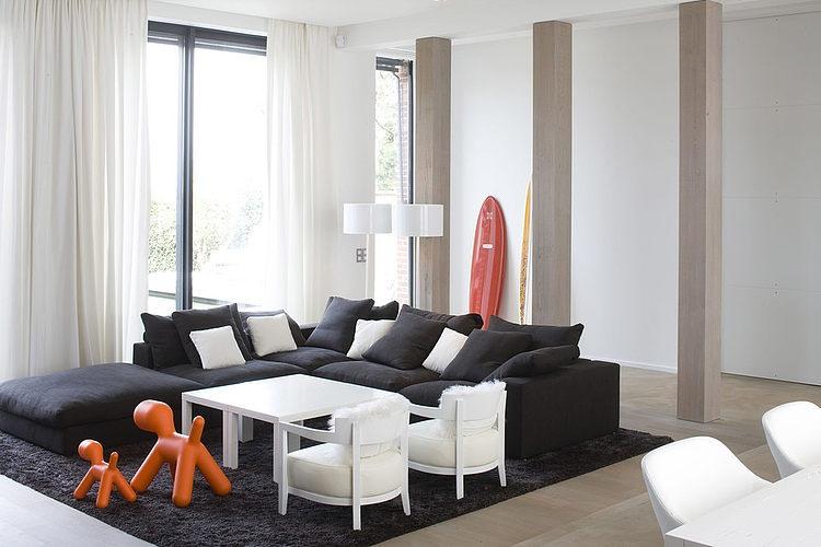 Modern Home by Guillaume da Silva