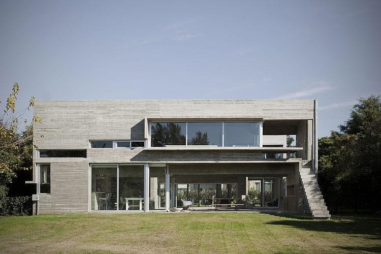 Torcuato House by BAK arquitectos