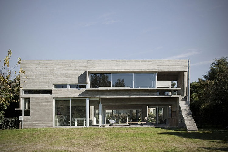 Torcuato house by bak arquitectos homeadore - Nicolas petit architecte ...