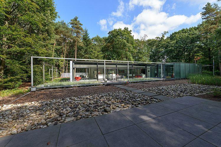 Bungalow by Borren Staalenhoef Architecten