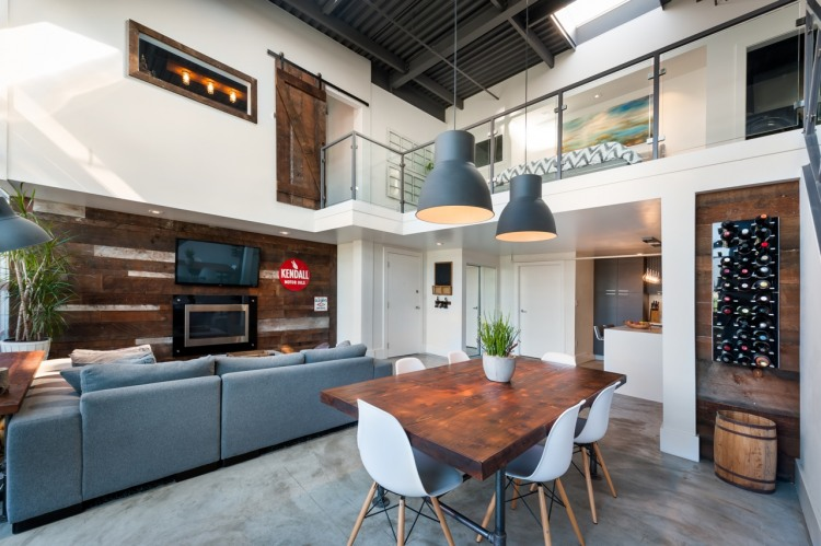 Vintage Modern Loft – Vancouver's Brewery District