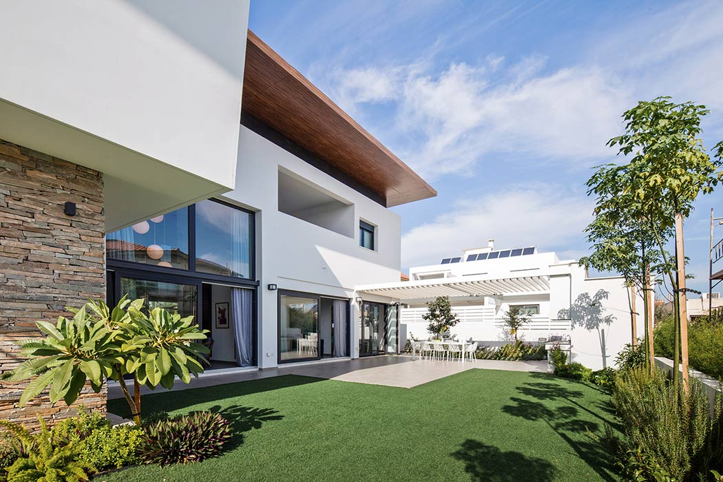 House in Archaggelos by dias Architecture Studio