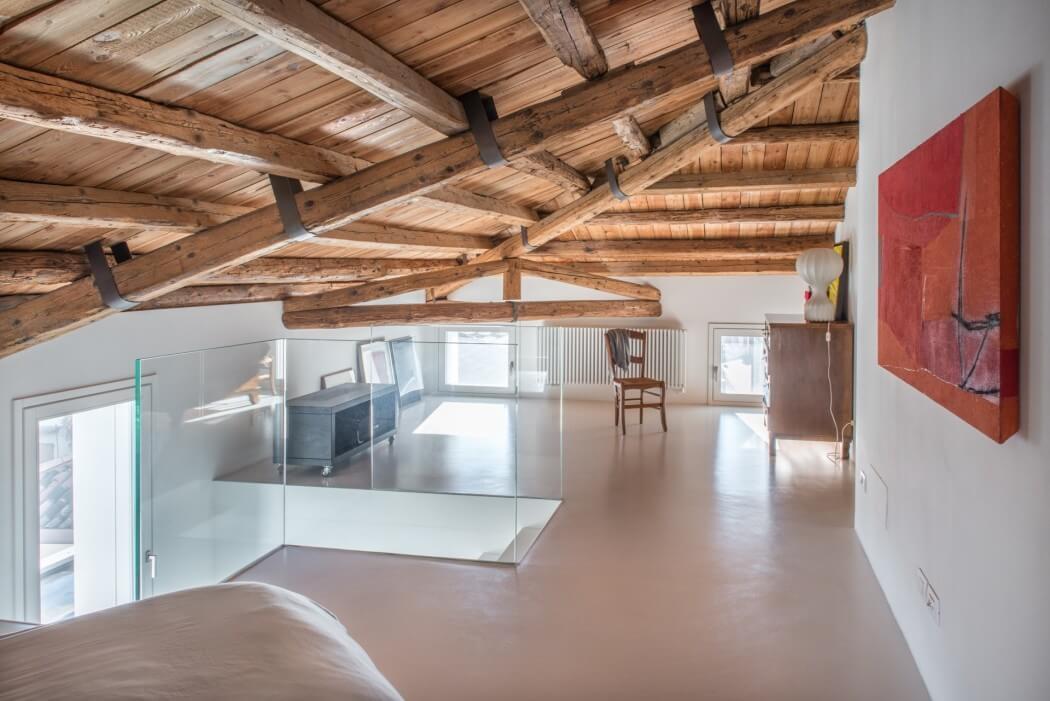 Casa brsl by corde architetti homeadore for Illuminazione travi a vista