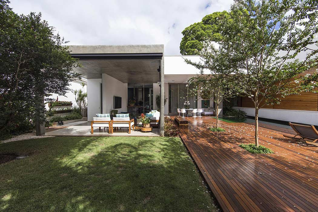 RMJ Residence by Felipe Bueno and Alexandre Bueno