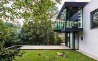 Madeira House by RADO ILIEV . DESIGN  HomeAdore
