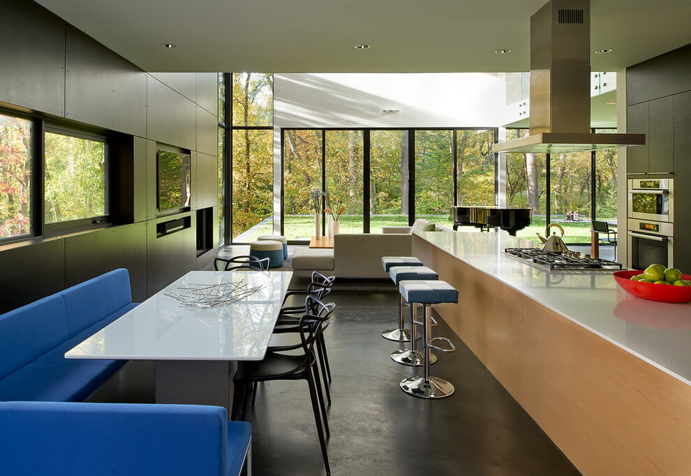 Mohican Hills House by Robert M. Gurney « HomeAdore