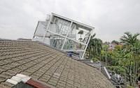 002-rumah-miring-budi-pradono-architects
