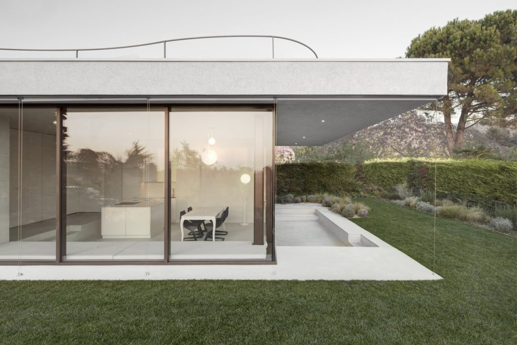 House at Lake Garda by Pedevilla Architekten
