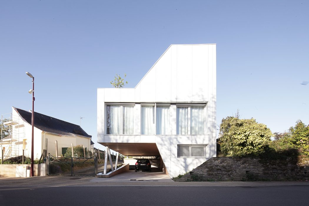 Flying Box Villa by 2A Design Architecture