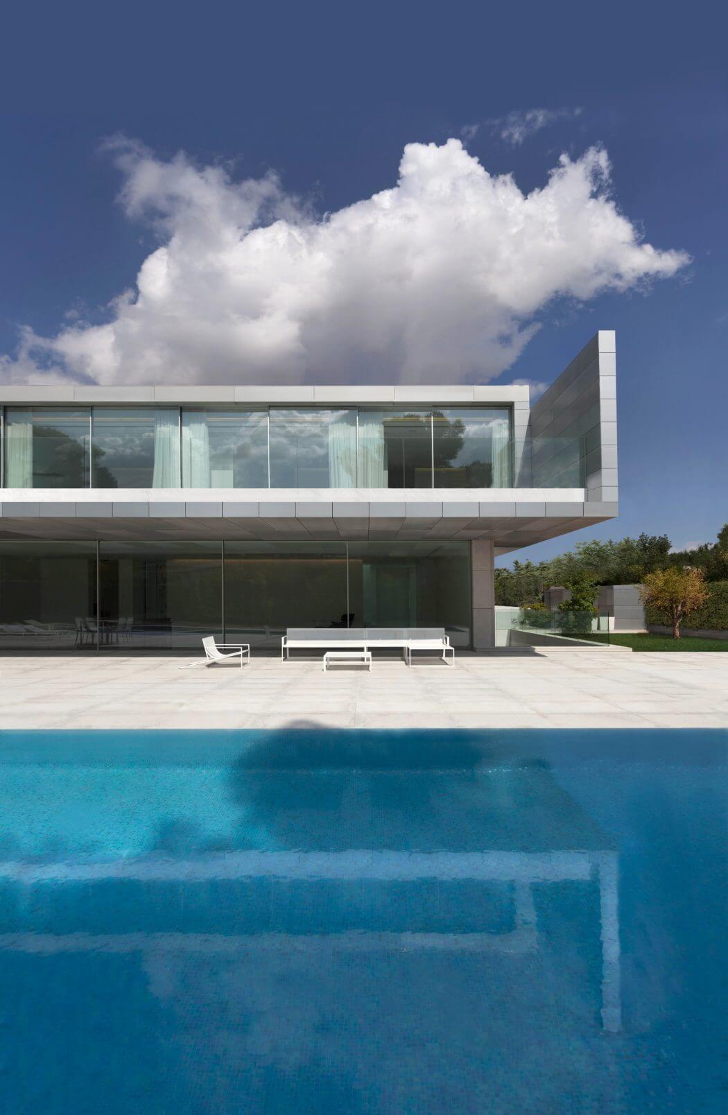 Aluminum House by Fran Silvestre Arquitectos