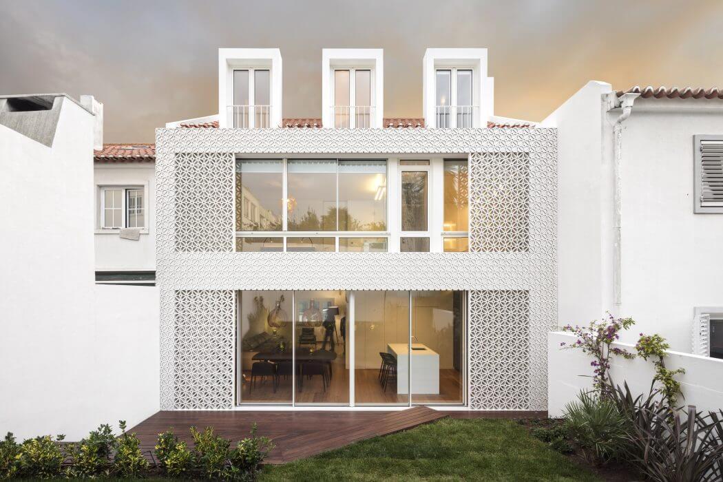 Restelo House by João Tiago Aguiar