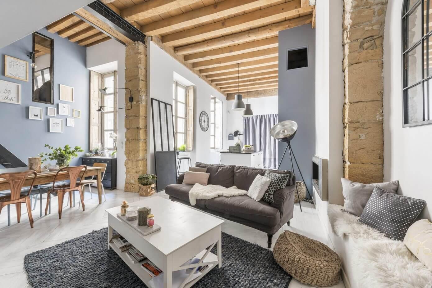 Apartment in lyon by espaces atypiques homeadore for Espace atypique loft
