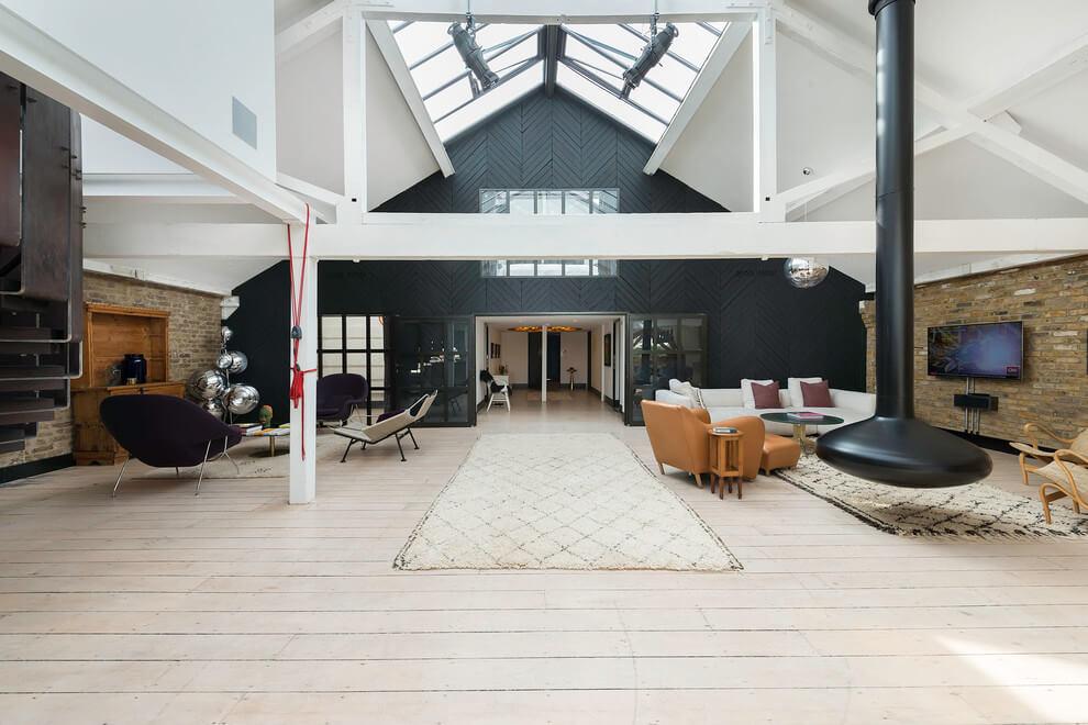 Elegant Loft Apartment In London