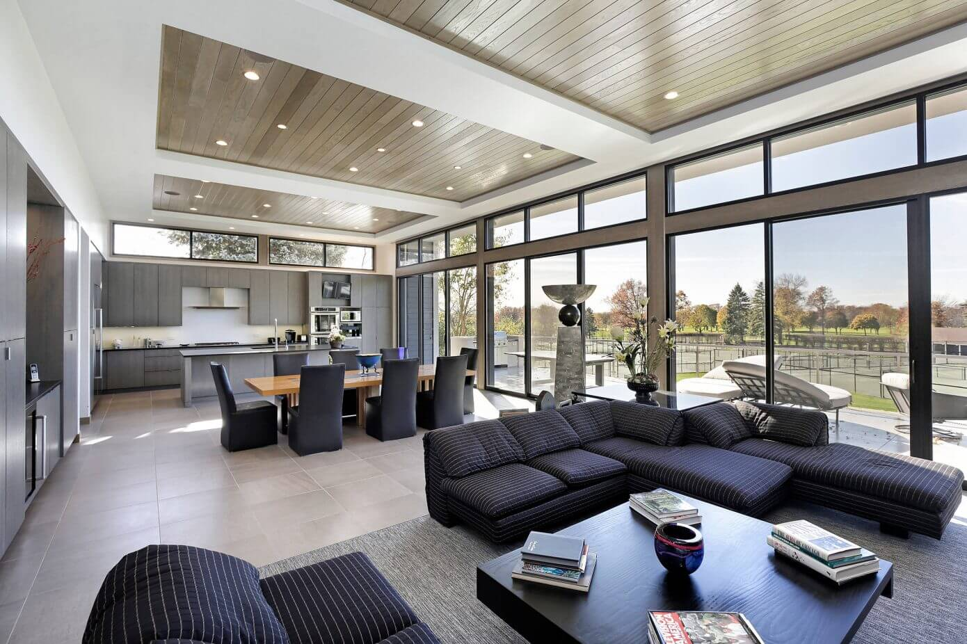 Modern ranch by raugstad homeadore for 15 x 11 living room