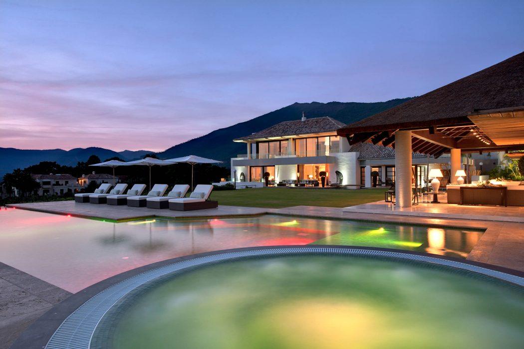 Modern Villa by Hill House Interiors