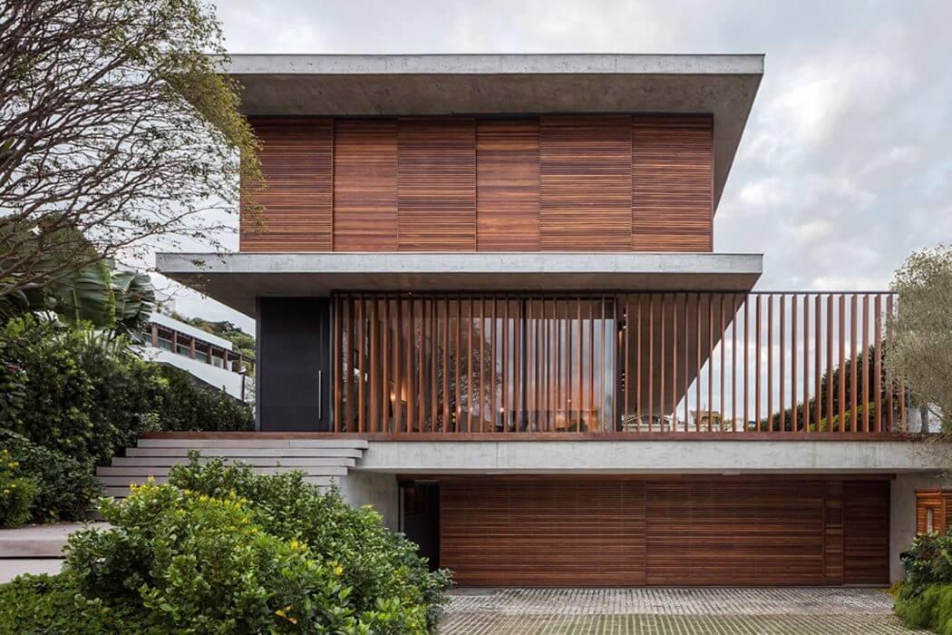 House in Itajaí by Jobim Carlevaro Arquitetos