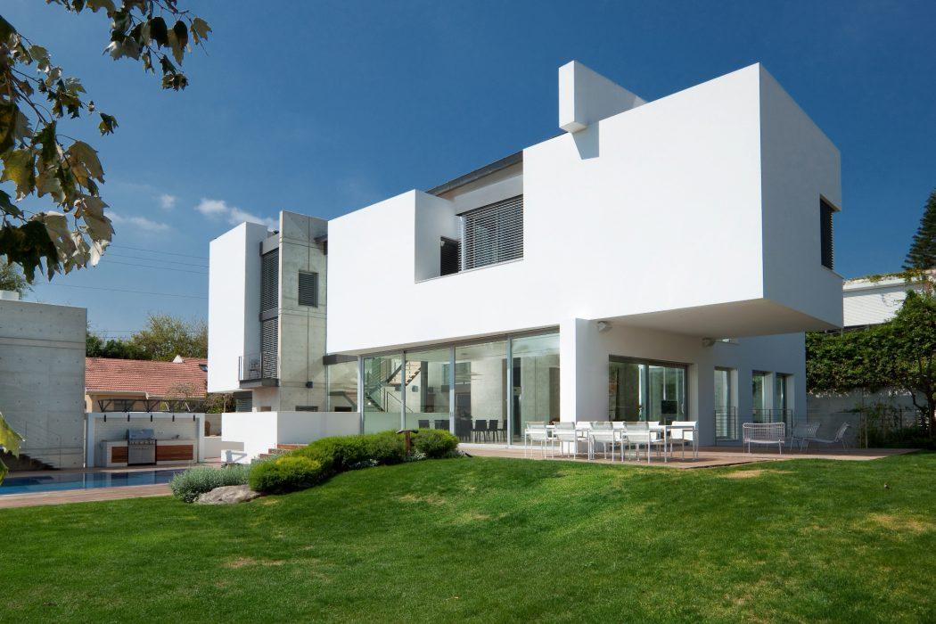 Villa in Ramat Gan by Dror Barda