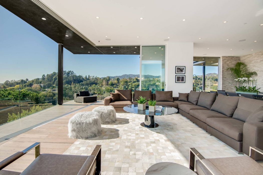 Contemporary House by FINA Construction Group