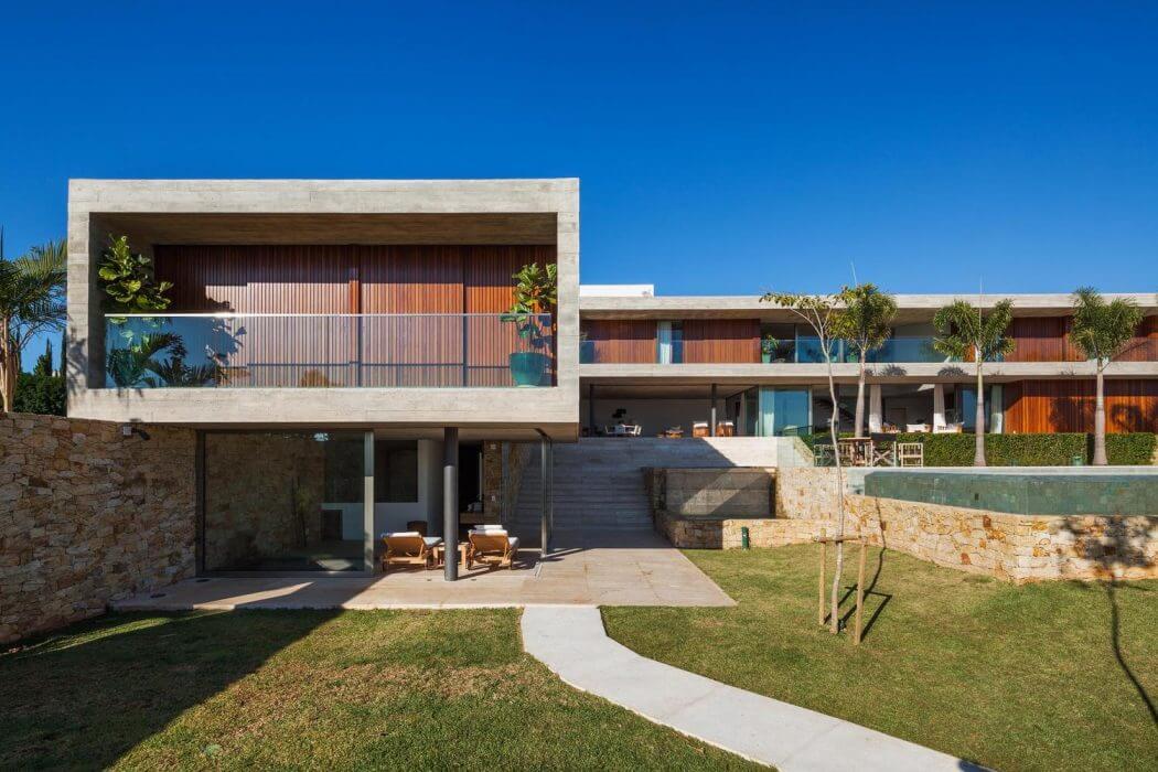 House in Brazil by Reinach Mendonça Arquitetos Associados
