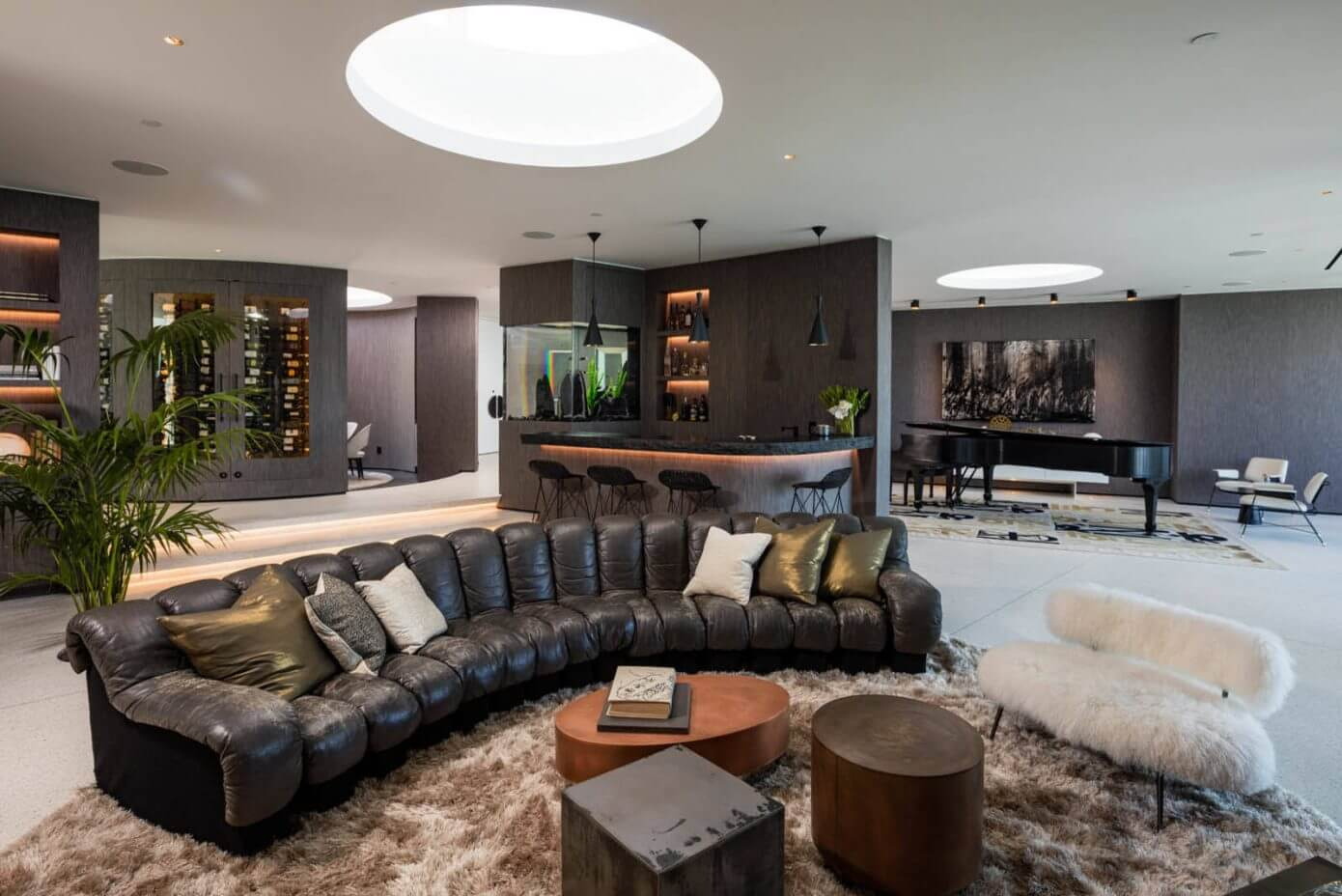 008 beverly hills bachelor pad hsh interiors homeadore for Bachelor pad interior design pictures