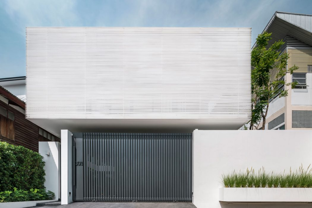 Y House by Anonym