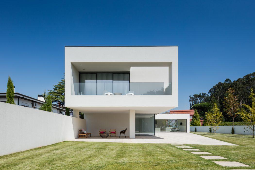 House Bl by Hugo Monte