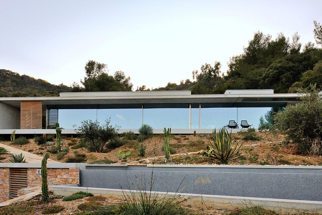 La Mira Ra House by Aum Pierre Minassian