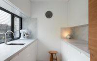 010-light-box-finnis-architects