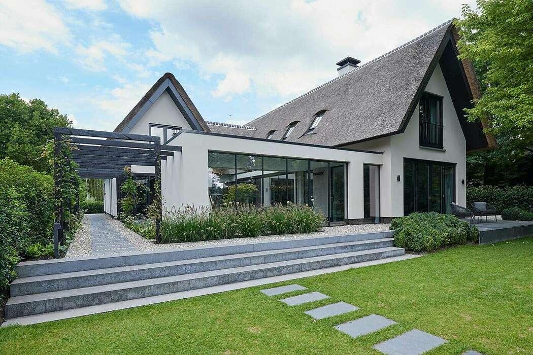 Spacious Villa by Martijn Veldman Interior Design