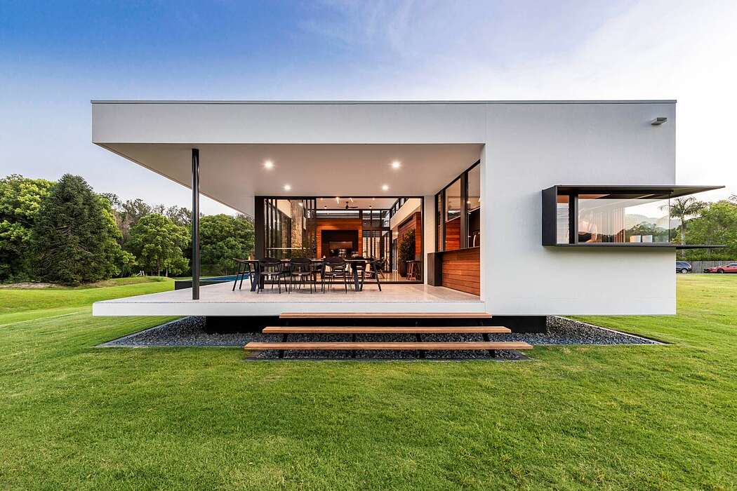 Gold Coast House by MRA Design