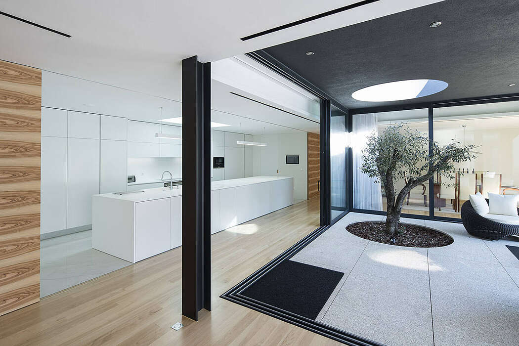 MC House by Henrique Soares Pinheiro