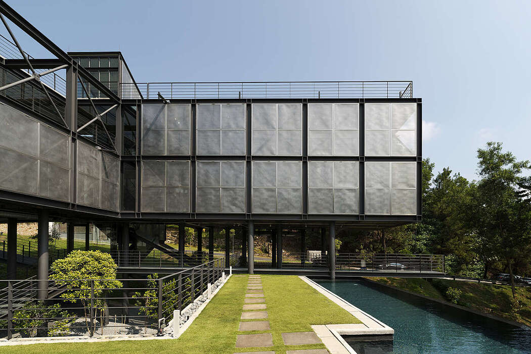 Cantilever House by Design Unit Sdn Bhd