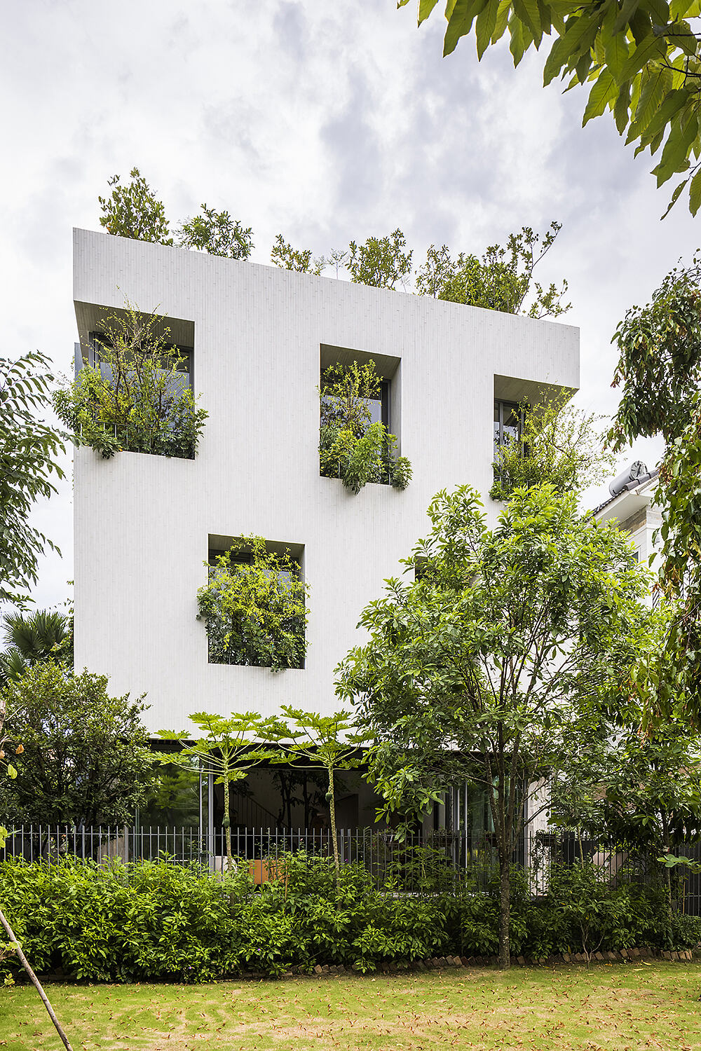 Stepping Park House by Vo Trong Nghia Architects - 1