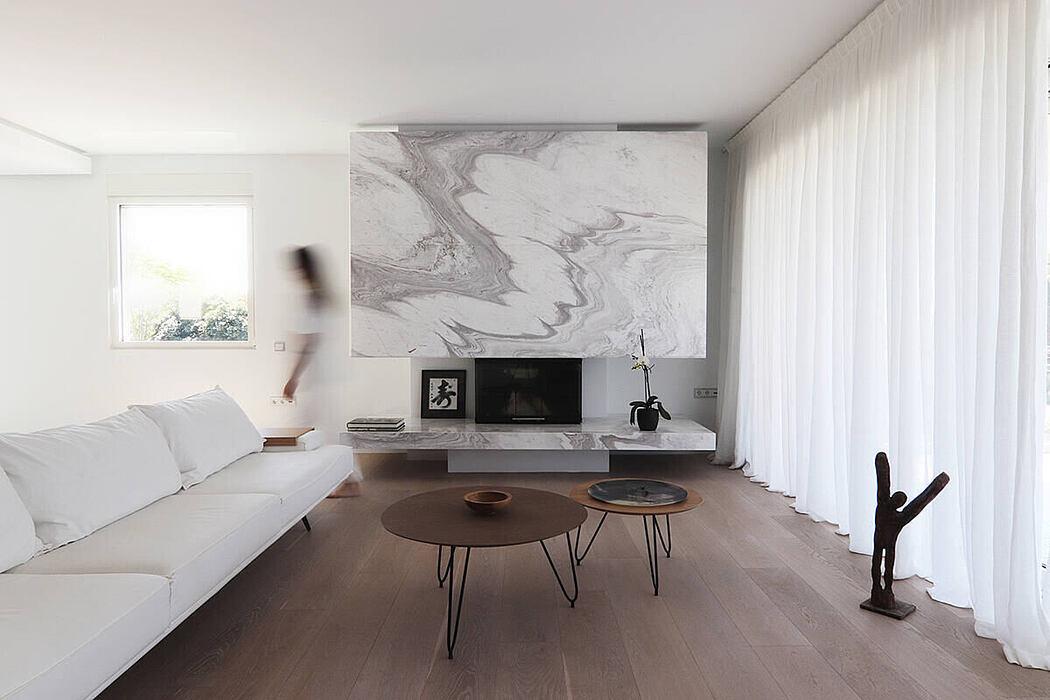 Hellinikon Apartment by KKMK Architects