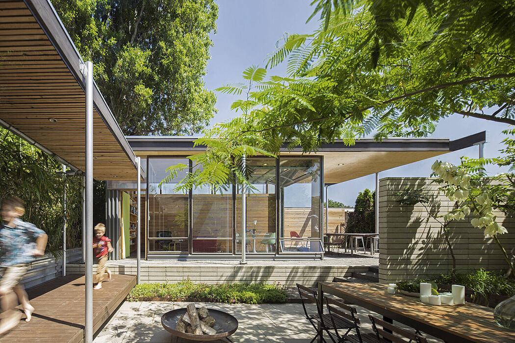 Grasshopper Courtyard Studio by Wittman Estes